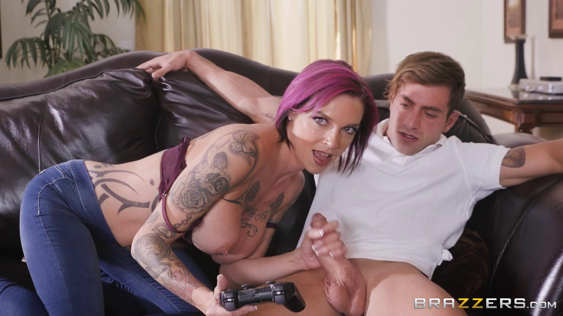 MommyGotBoobs – Anna Bell Peaks Putting Her Feet Up