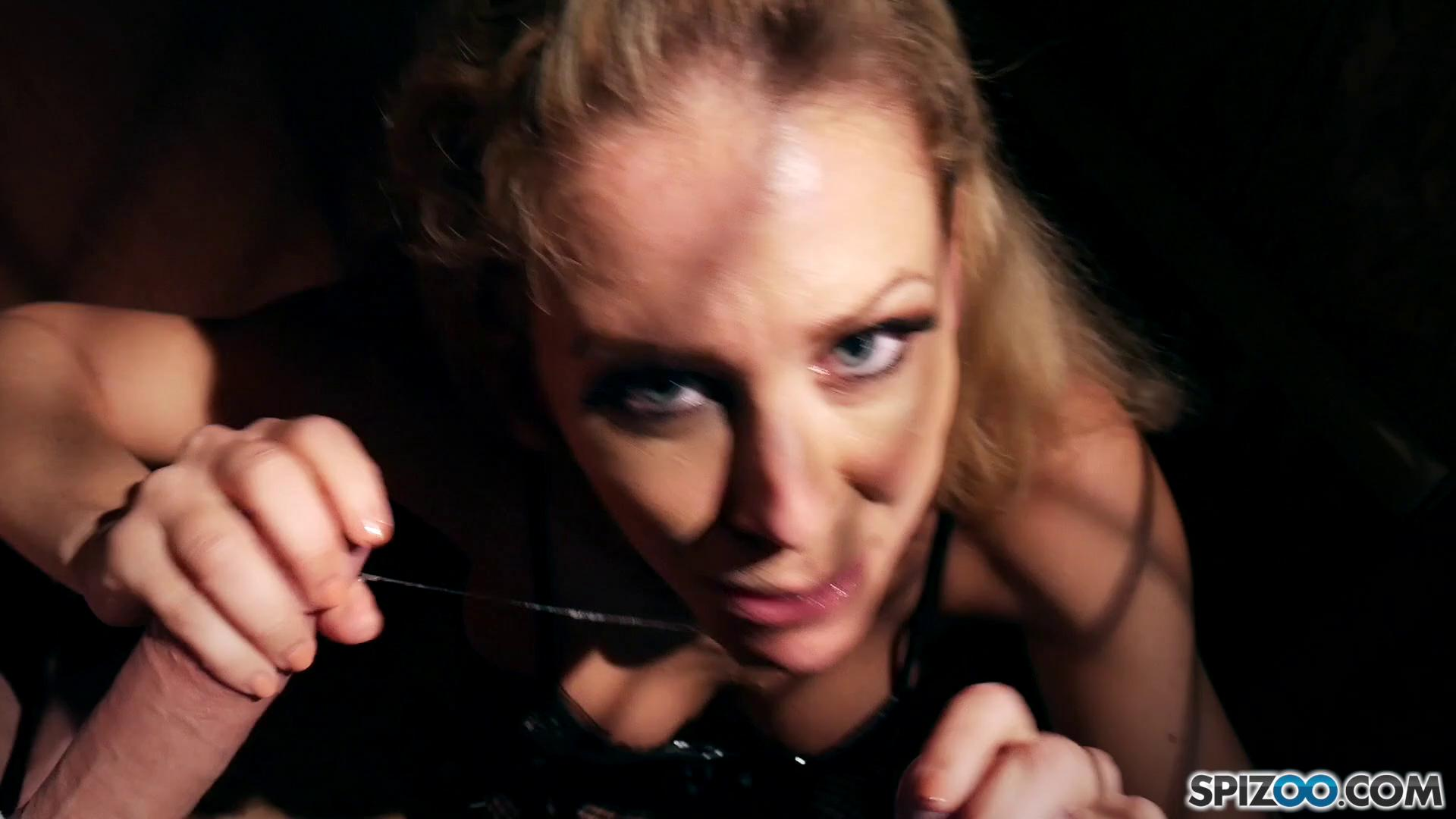 Spizoo – Cherie Deville Captivity Pet