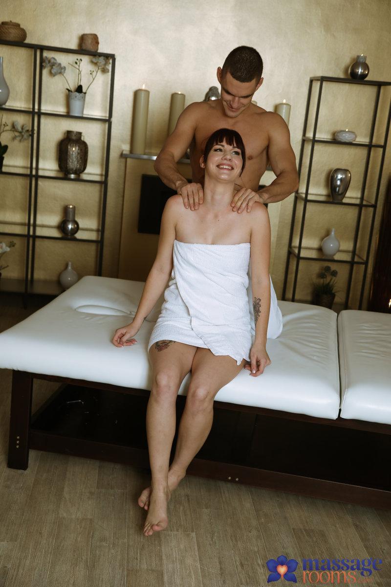 MassageRooms :  –  Elena Vega