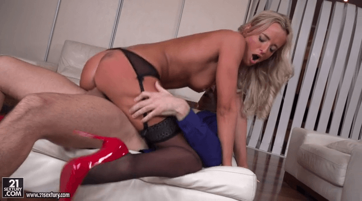 PixAndVideo: Pure Joy – Viktoria Pure