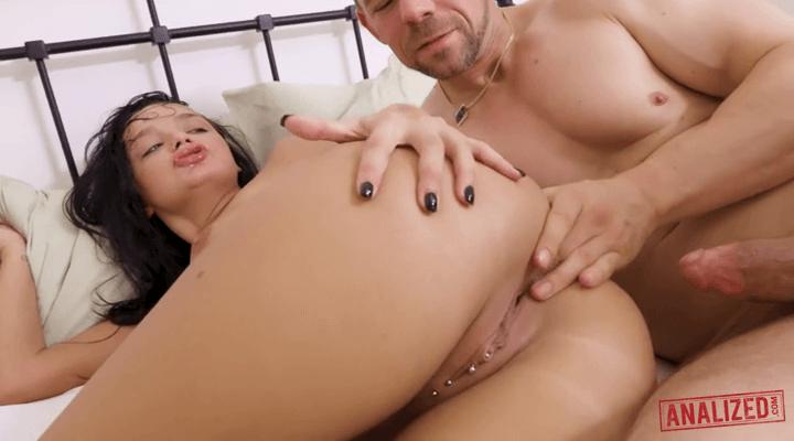 Analized – Daphne Klyde , Kristy Black – Tag Team Huge Cock