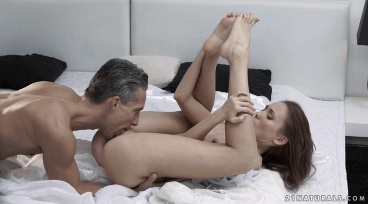 21FootArt : Craving Her Toes – Kira Parvati