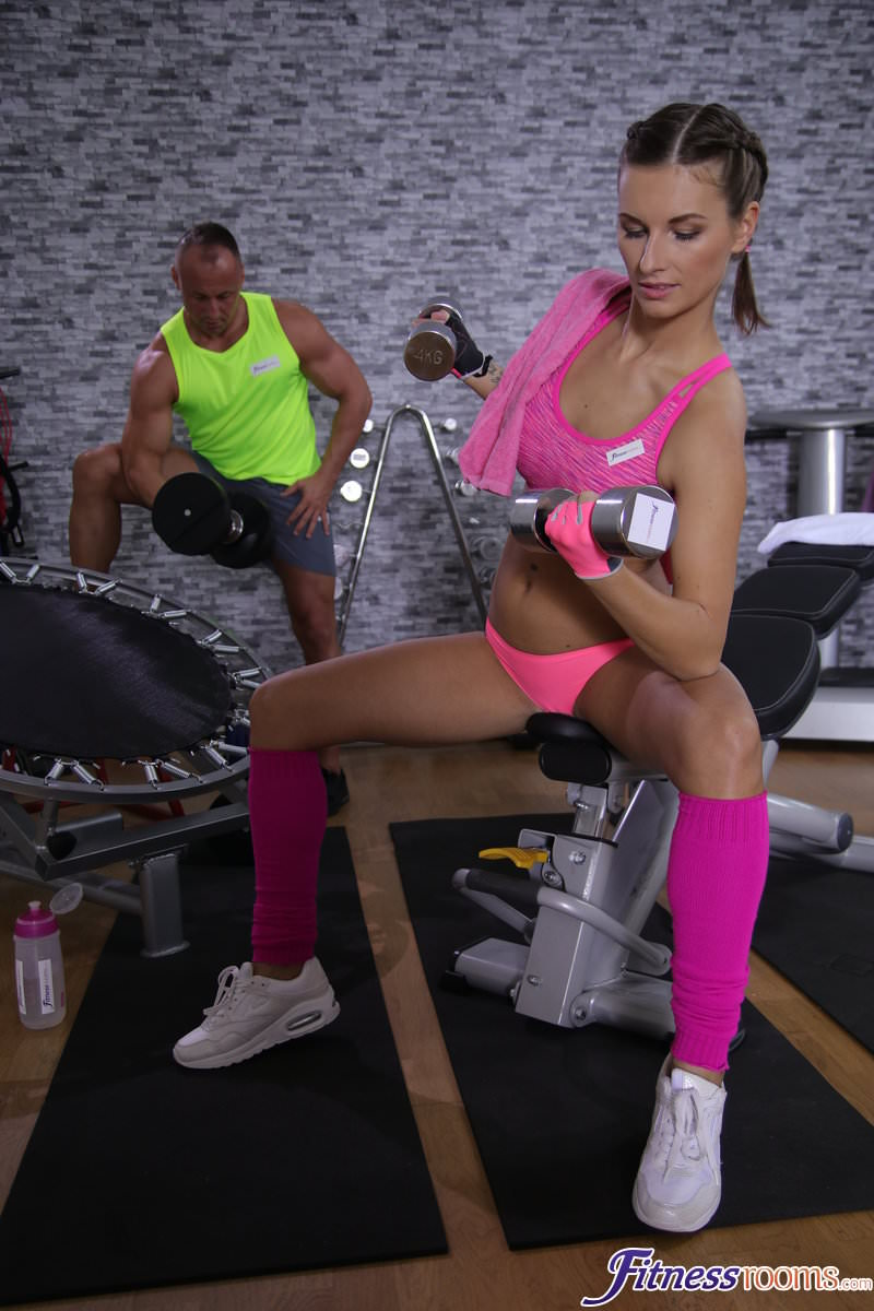 FitnessRooms – Jenifer Jane – Tight body Euro gym babe and hunk
